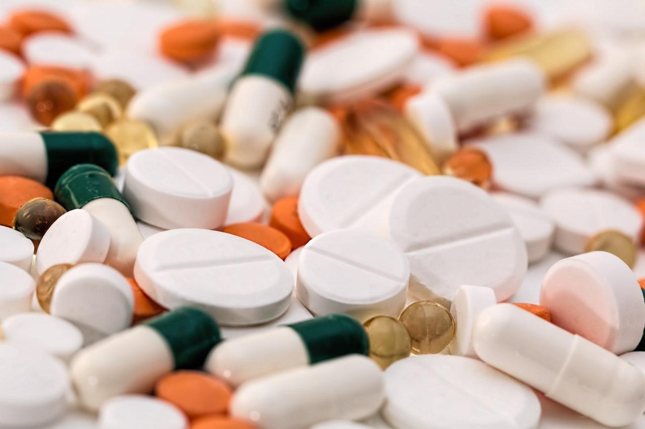 https://www.quandarypond.com/wp-content/uploads/2016/09/addiction-antibiotic-capsules.jpg